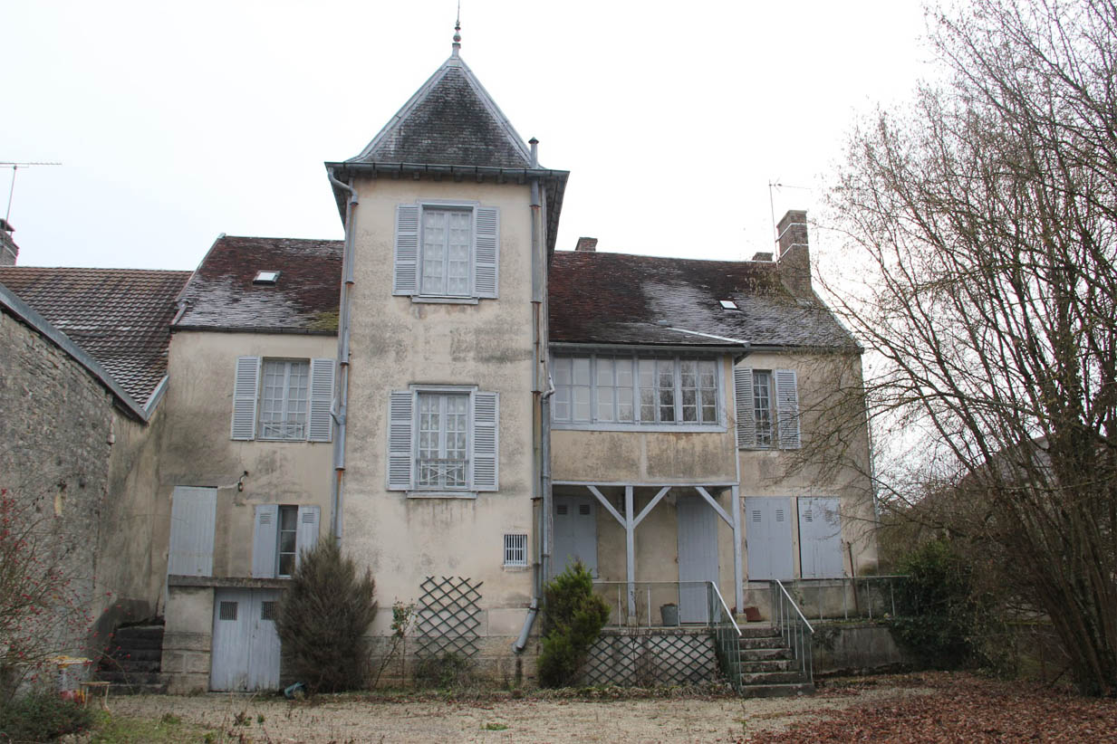 Maison de renoir essoyes the ark of grace for Renoir maison classique