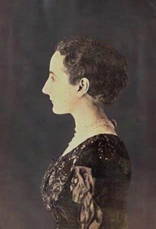 Virginie Amélie Avegno Gautreau by Nadar